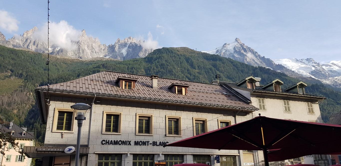 מבנים עם נוף להרים